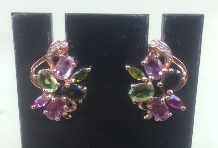 PAIR OF GILT SILVER EAR STUDS INLAID WITH TOURMALINE STONES