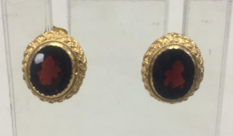 PAIR OF GILT SILVER EAR STUDS INLAID WITH GARNET STONES