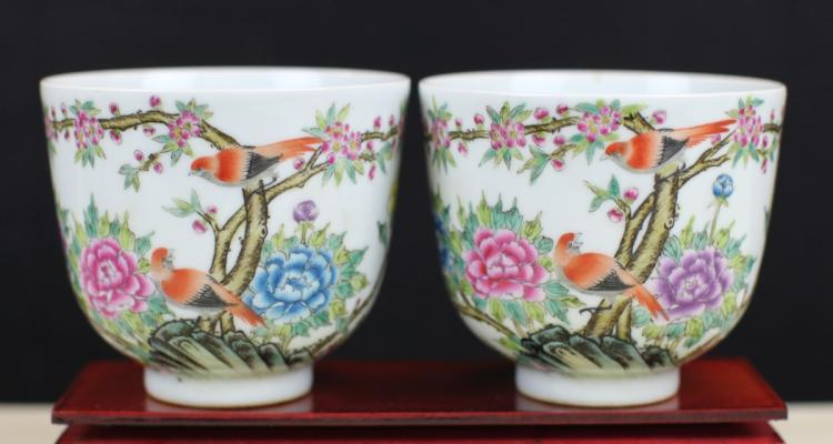PAIR OF FAMILLE ROSE PORCELAIN BOWLS
