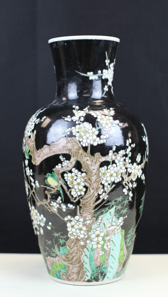 BLACK GLAZED FAMILLE ROSE PORCELAIN VASE