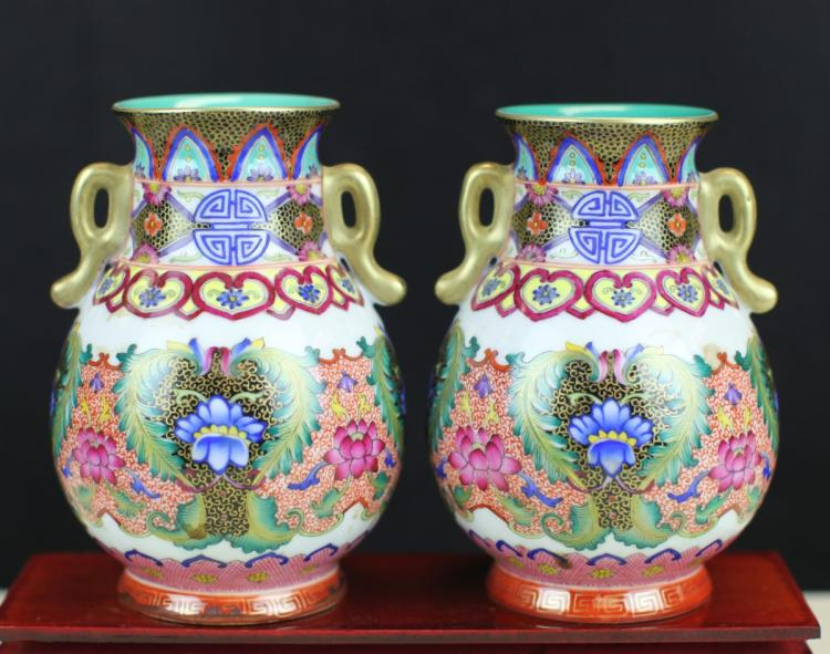 PAIR OF FAMILLE ROSE PORCELAIN POTS