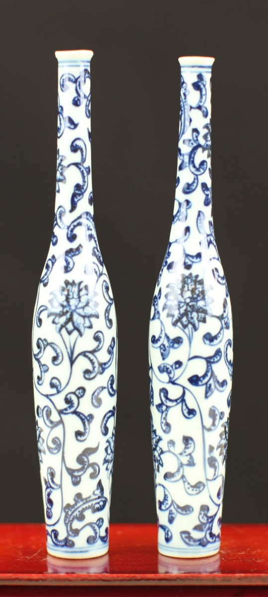 PAIR OF BLUE AND WHITE POCELAIN VASES