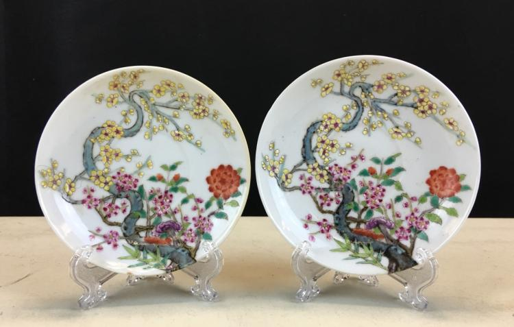 PAIR OF FAMILLE ROSE PORCELAIN DISHES