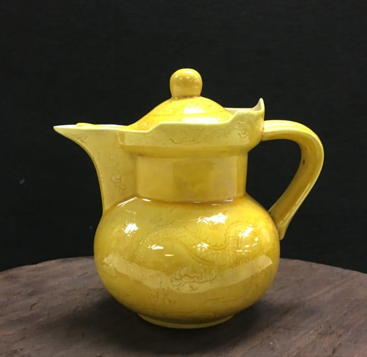 YELLOW GLAZED PORCELAIN COVERED POT