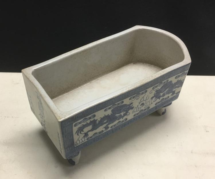 BLUE AND WHITE PORCELAIN BRUSH WASHER