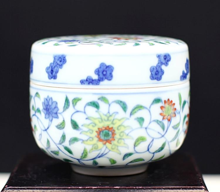 DOU-CAI GLAZED COVERED PORCELAIN CUP