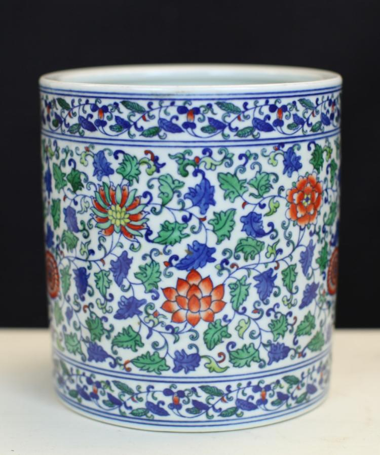 DOU-CAI GLAZED PORCELAIN BRUSH HOLDER