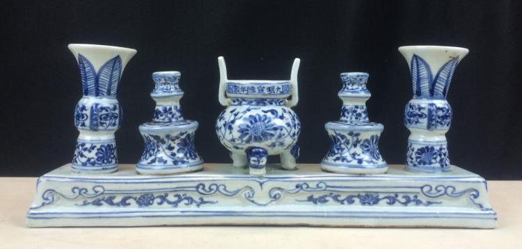 BLUE AND WHITE POCELAIN FIVE SACRIFICIAL UTENSILS