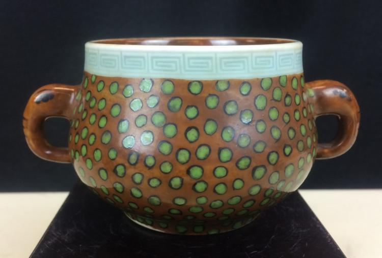 TRI-COLOR GLAZED PORCELAIN CENSOR