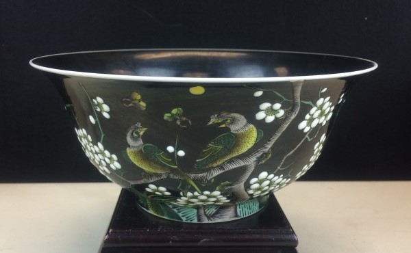 BLACK GLAZED FAMILLE ROSE PORCELAIN BOWL