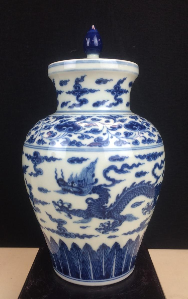 BLUE AND WHITE POCELAIN COVERED POT