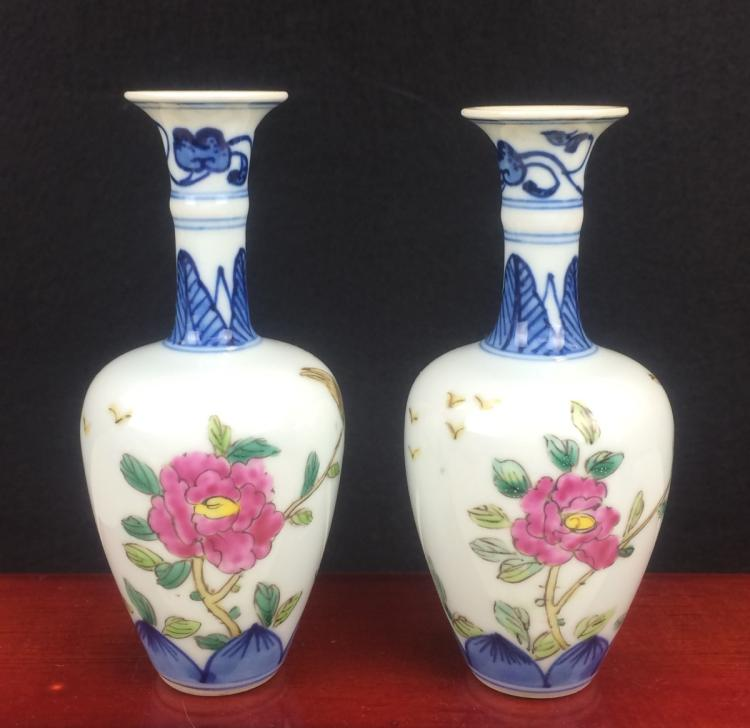 PAIR OF FAMILLE ROSE PORCELAIN SMALL VASES