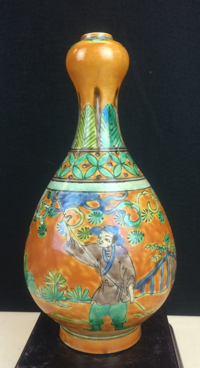TRI-COLOR GLAZED PORCELAIN VASE
