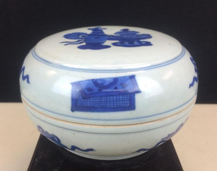 BLUE AND WHITE PORCELAIN COVERED BOX