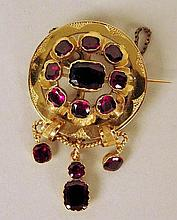 Broche en or et pierres rouges 7g brut