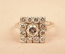 Bague carrée ornée d'un diamant 0,15ct et de brillants