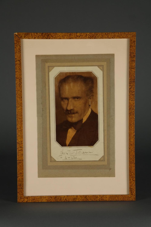 Arturo Toscanini. Signature.