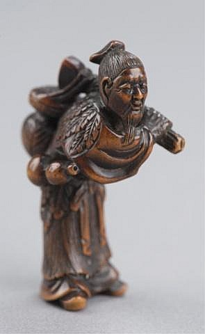 A wood netsuke of a bent over sennin.