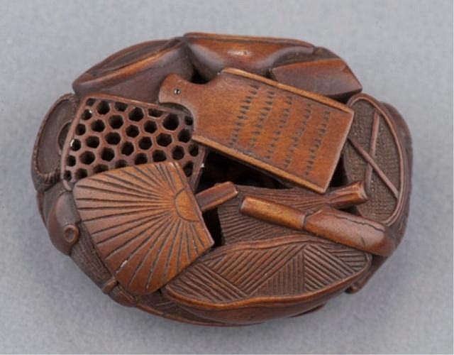 A wood ryusa manju of kitchen utensils.