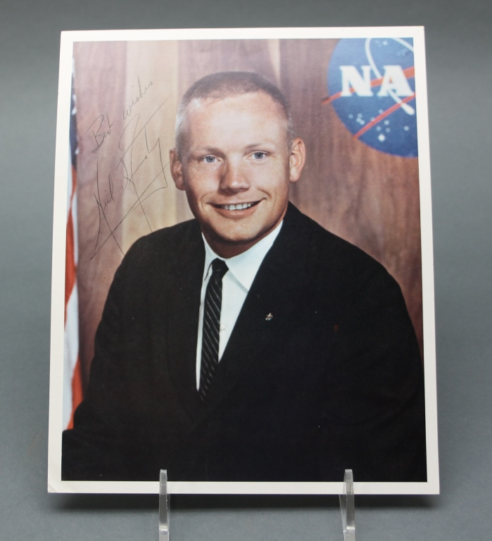 Neil Armstrong. Signed photograph.