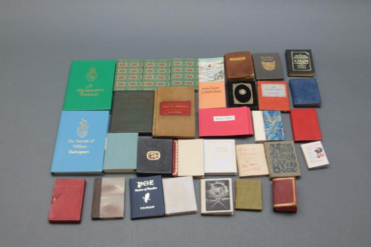 30 Vols: Minature books. Shakespeare, Poe, Baum...