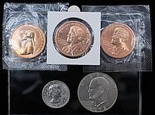 Group of U.S. coins. Two Clinton Presidential Medals. 1993. In mint packaging. ++ Thomas Jefferson Indian Peace Medal. 1801. In mint packaging++ Susan B. Anthony one dollar coin. 1979. ++ Eisenhower one dollar coin. 1972.Condition: Good.