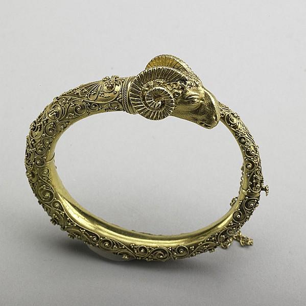 ETRUSCAN REVIVAL 18K GOLD BRACELET, ca. 1875;