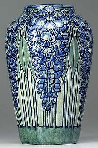 NEWCOMB COLLEGE Exceptional and early vase carved