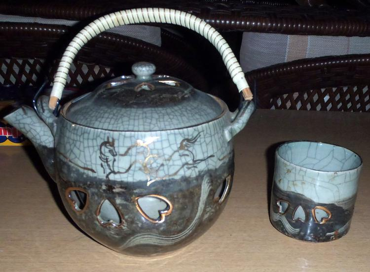 Fancy Double-Lined Japanese Tea Pot with Cup