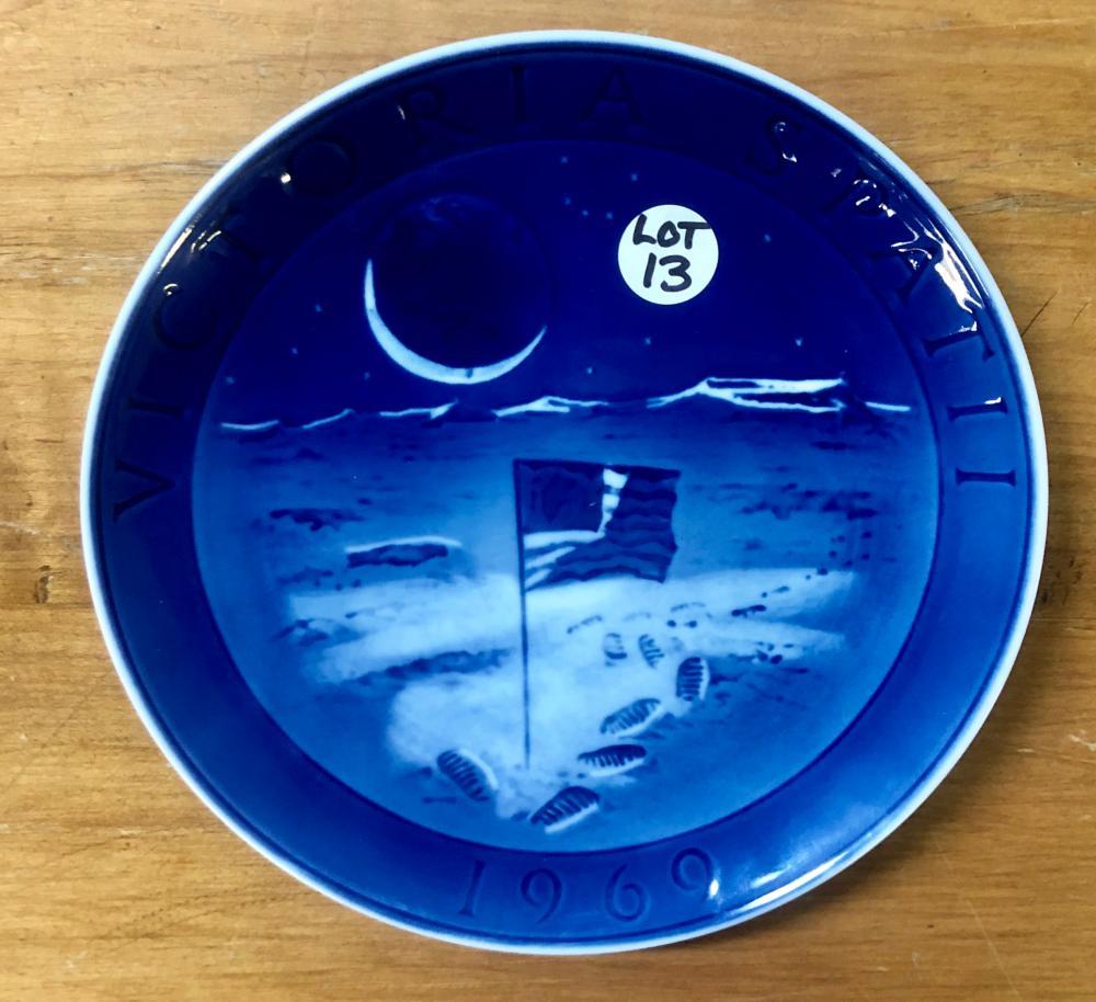 "Lot 13: ROYAL COPENHAGEN DANISH VICTORIA SPAT II 1969 USA ""FIRST MAN ON THE MOON"" PLATE"