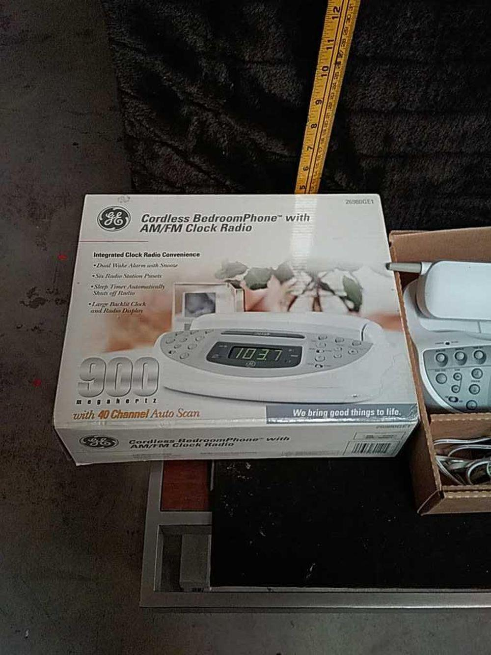 Sold Price Cordless Bedroom Phone With Am Fm Clock Radio Invalid Date Mst