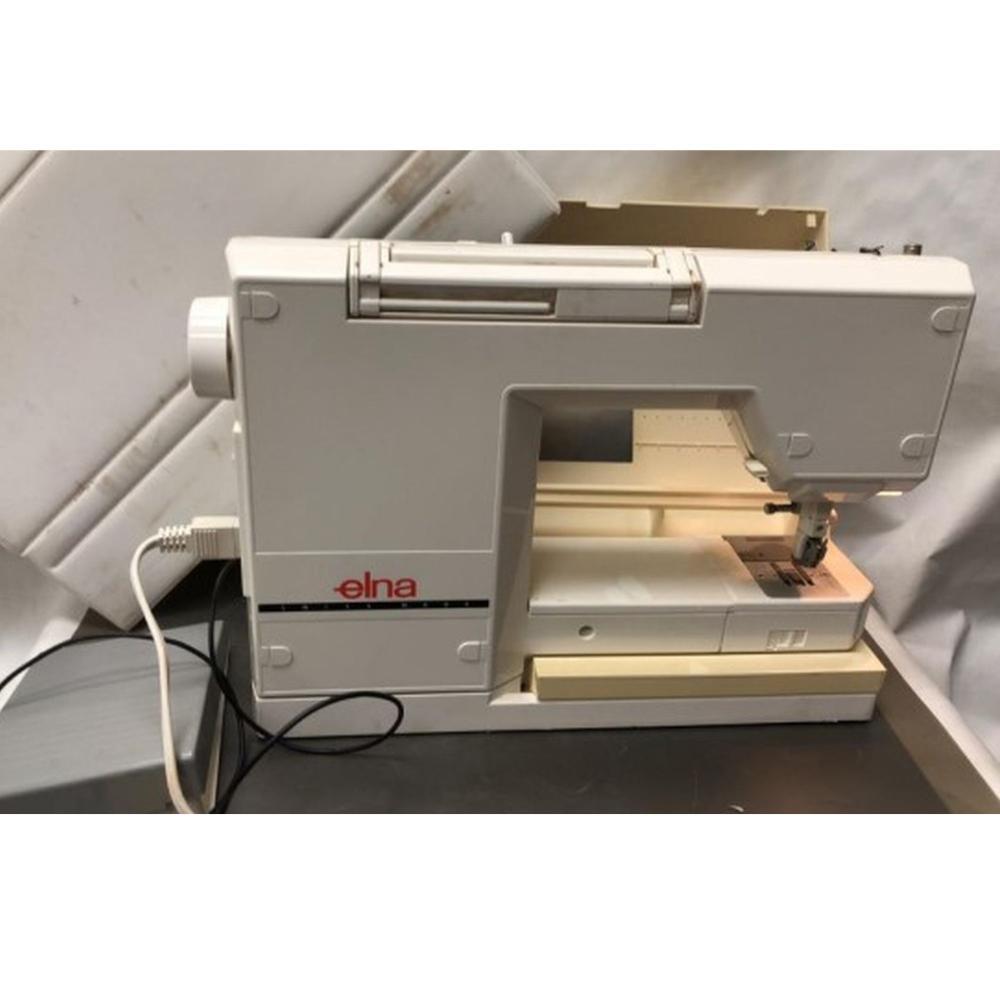 Elna Diva 9000 Sewing Machine(powers on)