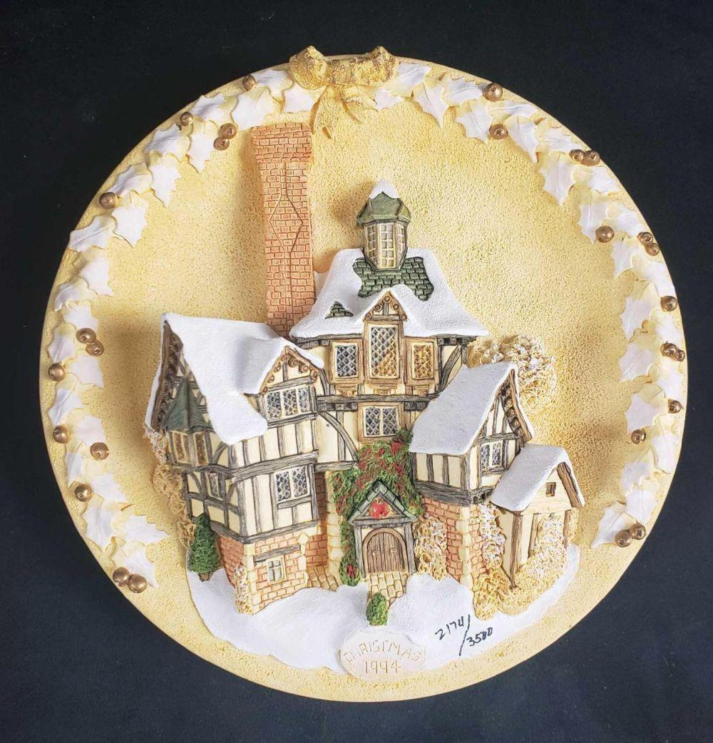 David Winter The Scrooge Family Home Plaque Limited Edition 1994