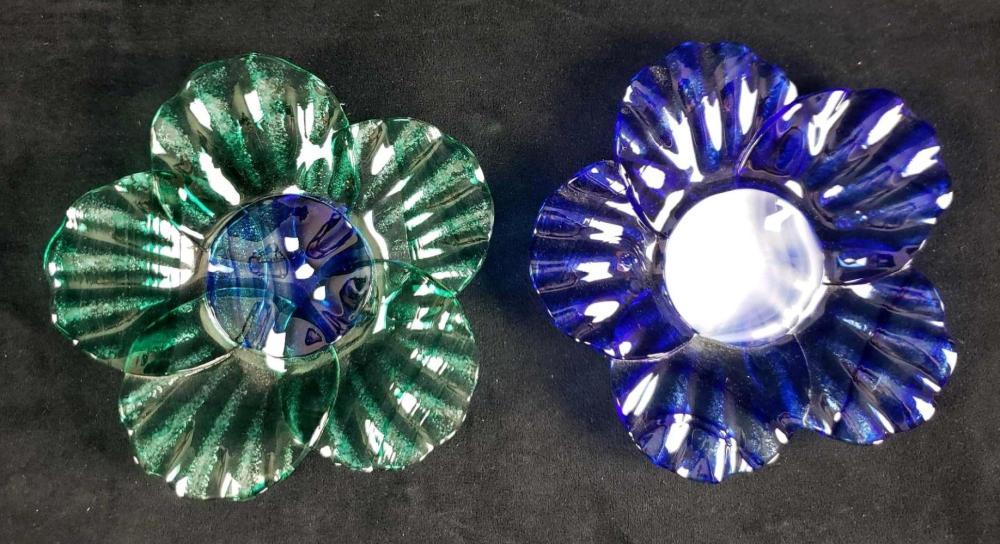 Set of 2 Handmade Art Glass Flower Plates Signed Sydenstricker
