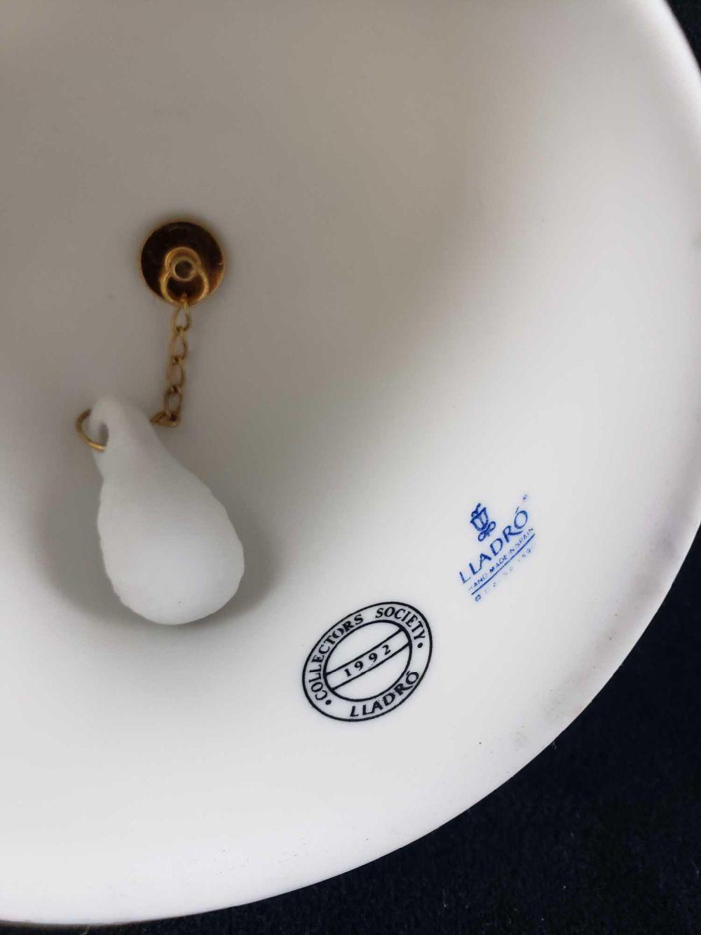 Lot 126: Lladro Summer Bell