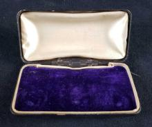 Lot 139: Vintage Jewelry Case