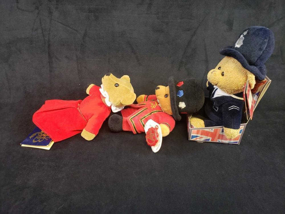 Lot 158: Lot of 3 European Bears