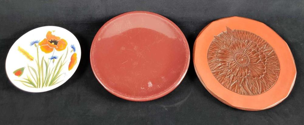 Lot 302: Lot of 3 Miscellaneous Plates