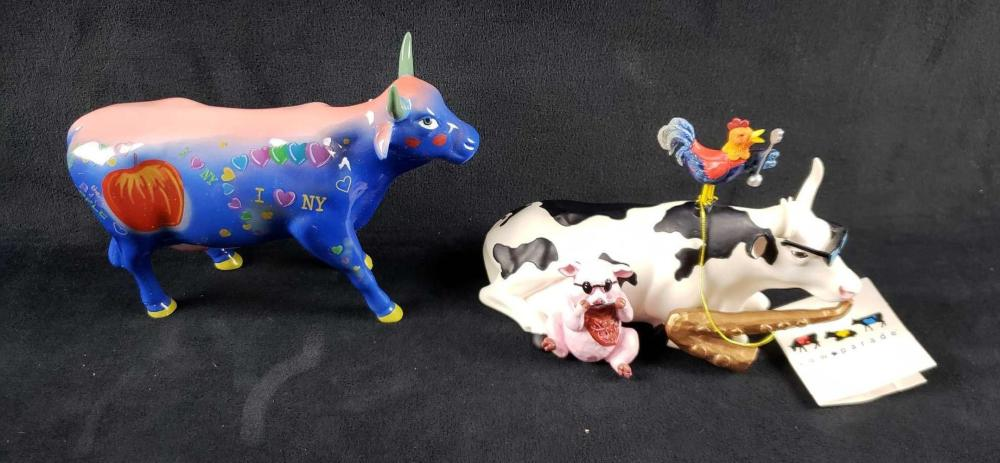 Lot of 2 Cow Parade Figurines Big Apple and Mixed Plate Blues