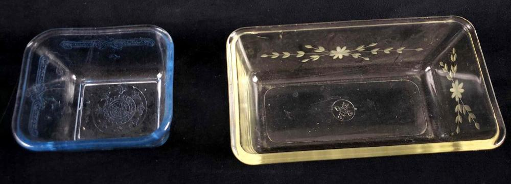 Lot 313: Lot of 2 Pyrex Mid Century Modern Mini Loaf Dishes