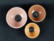 Lot 385: Set of 3 Vintage Pyrex Nesting Mixing Bowls