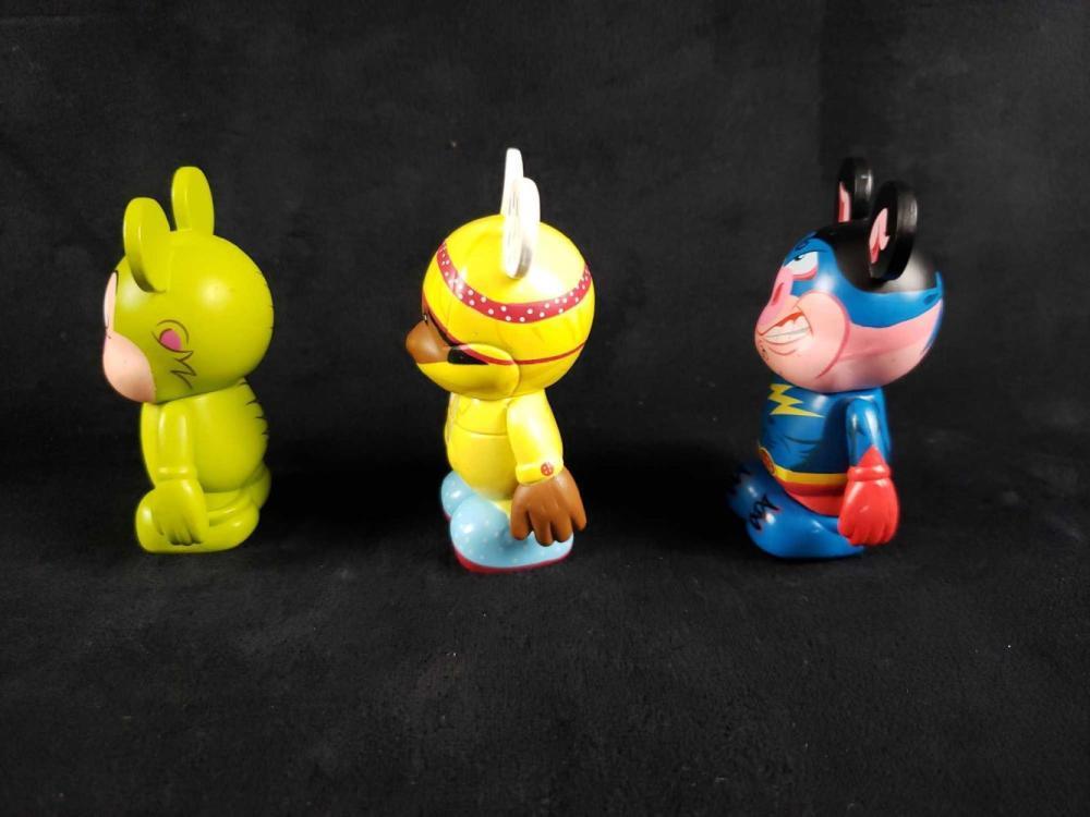 Lot 415: 3 Vinylmations Figurines B
