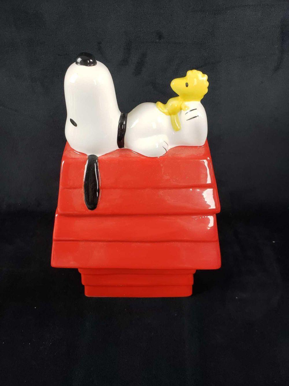 Lot 425: Peanuts Snoopy and Woodstock Break Time Ceramic Cookie Jar