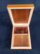 Lot 434: Lot of 2 Trinket Boxes