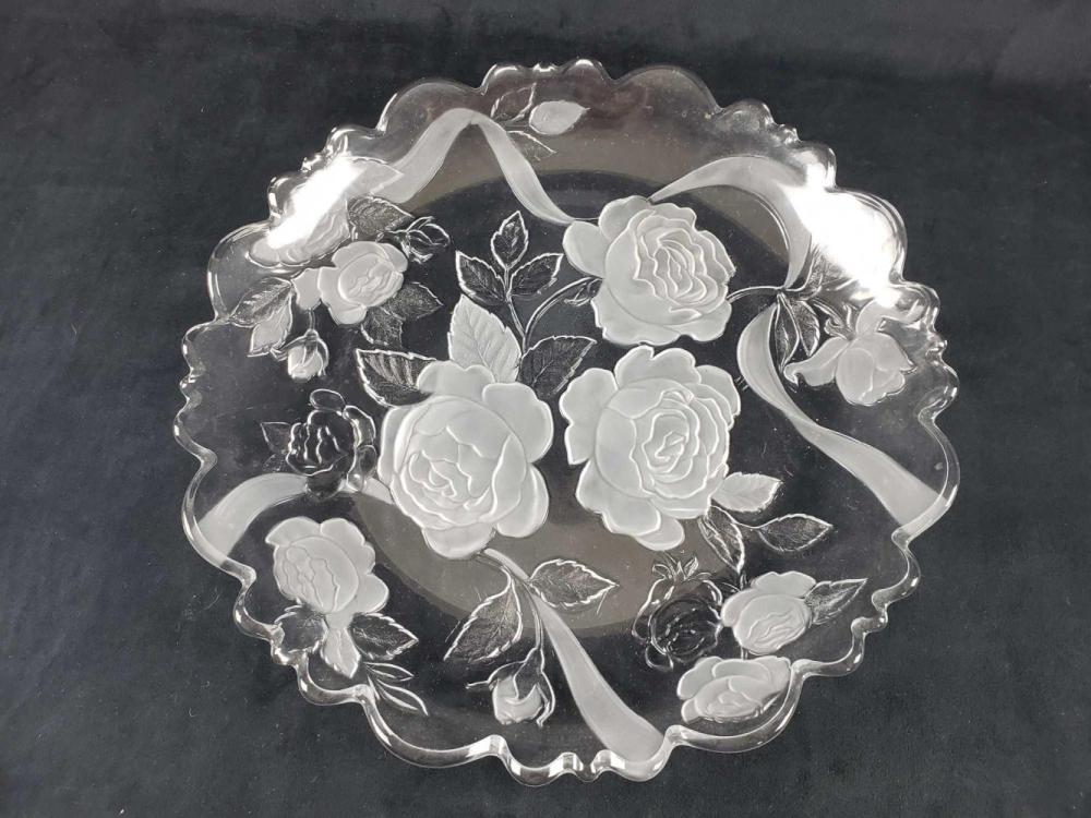 Lot 432: Set of Glass Etched and Frosted Floral Plates