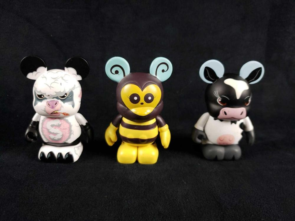 Lot 454: 3 Vinylmations Figurines A