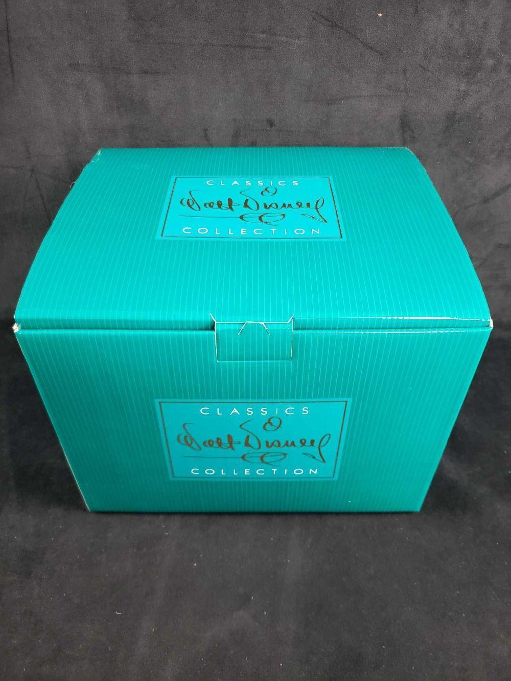 Lot 701: Disney Classics Collection Ursula Figurine in Box with COA