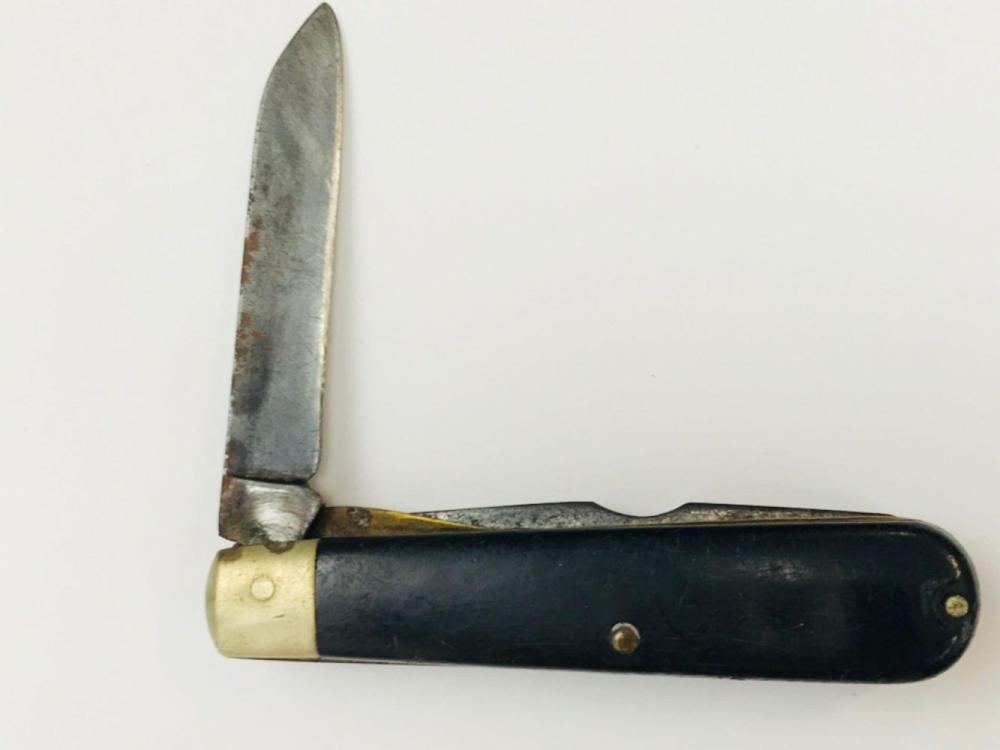 Lot 726: 2 Vintage Camillus Electrician Knife