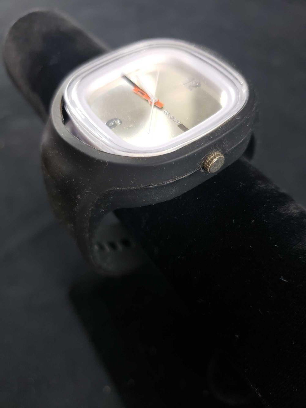 Lot 734: SS Dot Com Watch