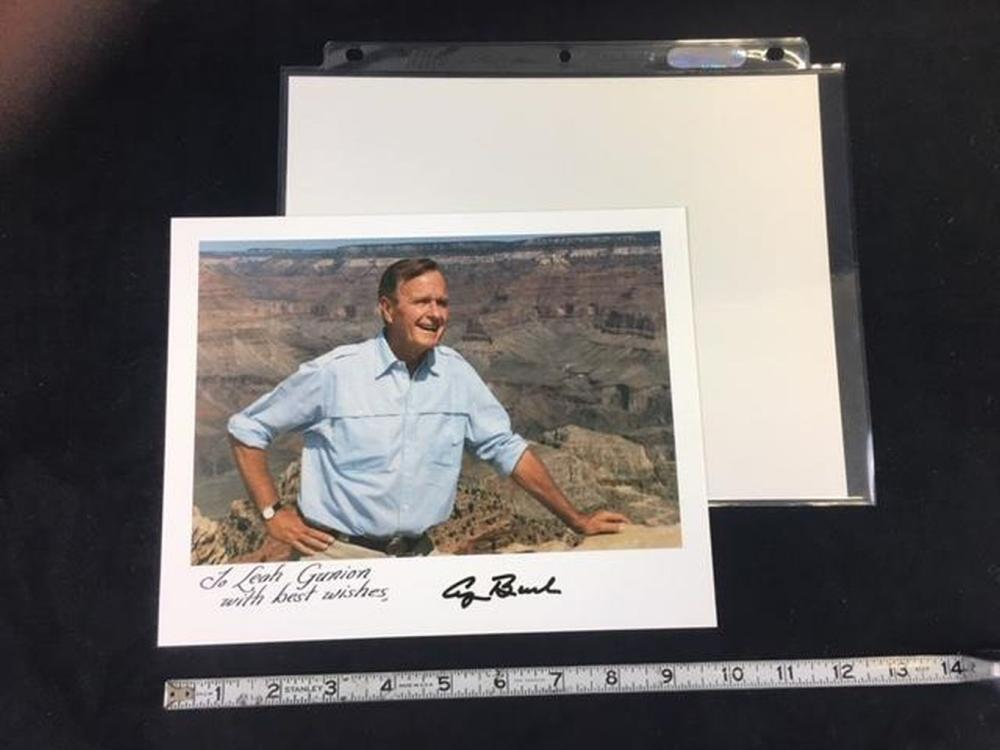 Lot 750: President George H W Bush Inscribed Photo with Autograph
